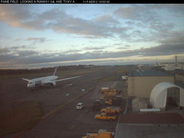 Moment przed startem uchwyciła kamera z lotniska Paine Field kamera z lotniska Paine Field