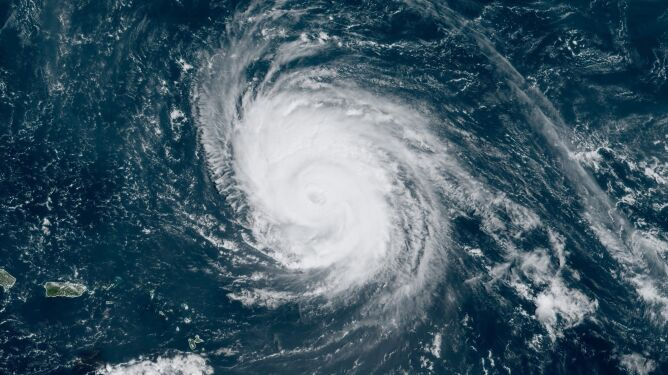 Teddy przemierza przez Atlantyk (NOAA/NWS)