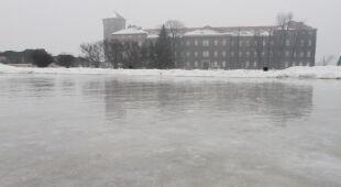 Wawel zamienił się w lodowisko (PAP/EPA)